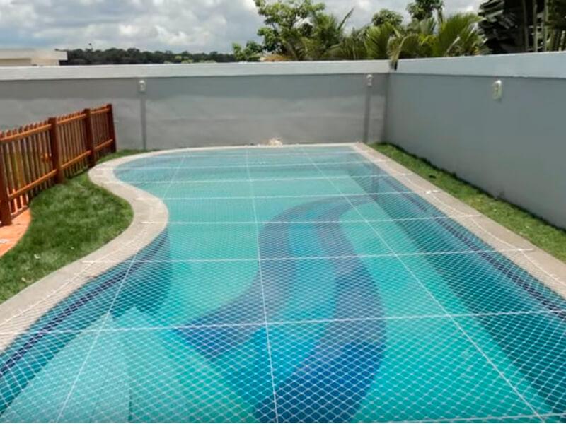 Prevenir acidentes na piscina com redes de proteção